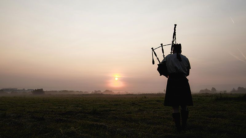 bagpiper sunset-Bagpipe Players for Funerals